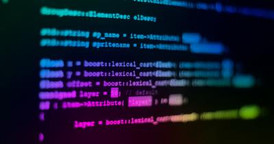 Monitor con righe di codice